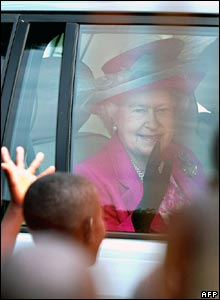 The Queen leaving a Ugandan school in a car