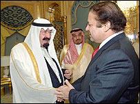 نواز خلال لقائه مع الملك عبد الله