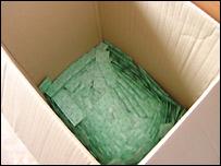 Caja de preservativos que reparte M�dicos del Mundo de Madrid entre las prostitutas.
