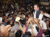 Nawaz Sharif at Lahore airport, November 25 2007