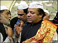 Former Pakistani Prime Minister Nawaz Sharif talking to supporters