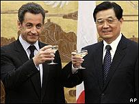 Nicolas Sarkozy (izq) y Hu Jintao
