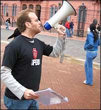 Gonzalo Otálora, frente a la Casa de Rosada, en Buenos Aires