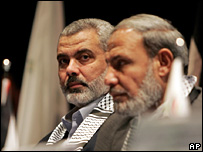 Ismail Haniya (left) and Mahmoud Zahhar meet at the Palestinian parliament in Gaza (26 November 2007)