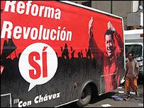 Camión con afiche por el Sí