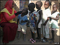 Sudanese children receive polio vaccines - 18/22/2007