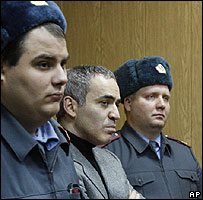 Garry Kasparov (centre) in court