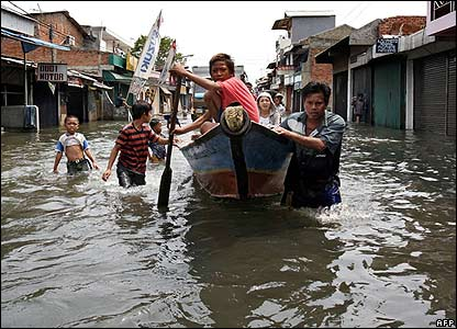 Children in the flooded streets of Jakarta