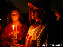 Washington Redskins fans take part in a candlelight vigil for Sean Taylor outside Redskins Park, 26/11