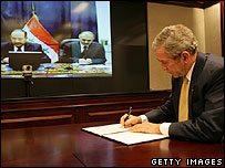 George Bush and Nouri Maliki sign Declaration of Principles