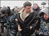 Задержание Бориса Немцова во время 'марша несогласных' в Санкт-Петербурге 25 ноября