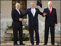 Mahmoud Abbas, George W Bush and Ehud Olmert (left to right) at Annapolis - 27/11/2007