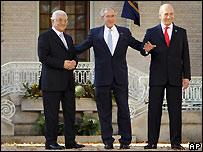 George W. Bush, Mahmoud Abbas y Ehud Olmert