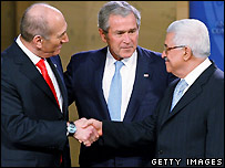 Ehud Olmert, George W Bush, Mahmoud Abbas (left to right) at Annapolis - 27/11/2007