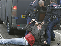 Police officers arrest a student during riots in Amsterdam, 26 Nov 07