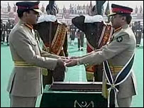 Pervez Musharraf (right) hands over command to Gen Ashfaq Pervez Kayani