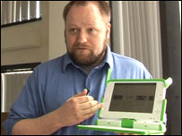 OLPC developer Chris Blizzard demonstrating the laptop's power saving screen