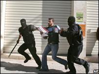 Palestinian police arrest Hebron protester