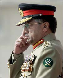 President Pervez Musharraf reviews guard of honour in Rawalpindi, Pakistan, on 28 November