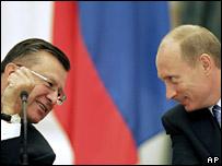 Prime Minister Viktor Zubkov (left) and President Vladimir Putin. File photo