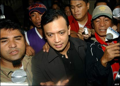 Rebel leader Antonio Trillanes speaks to the media after the group surrendered.
