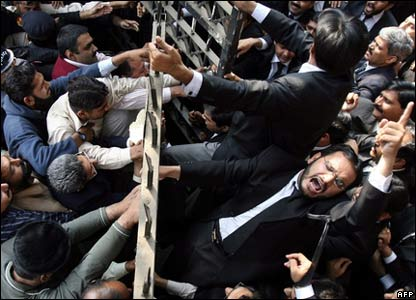 Pakistani lawyers hold anti-Musharraf protest in Lahore.