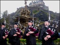 pipers in Edinburgh