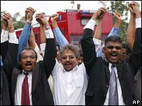 P Waytha Moorthy (C), P Uthayakumar (L) and V Ganapathy Rao (R) on leaving a court in Klang, outside Kuala Lumpur, Malaysia  (26/11/2007)