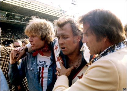 Evel Knievel is helped away from his crash landing in Wembley Stadium (26/05/1975)