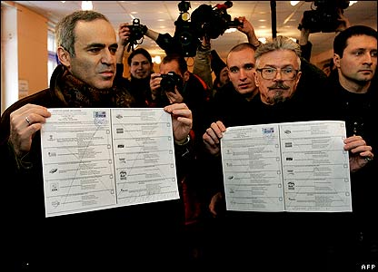 Leaders of the Other Russia opposition movement, Garry Kasparov (L) and Eduard Limonov (R) display their ballots at a Moscow polling station.