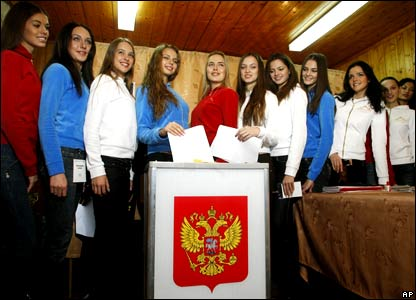 Girls who are preparing for the Miss Russia beauty contest in Morozovka outside Moscow cast their ballots.