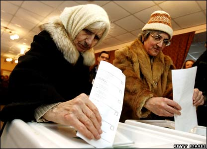 Women voting in Moscow