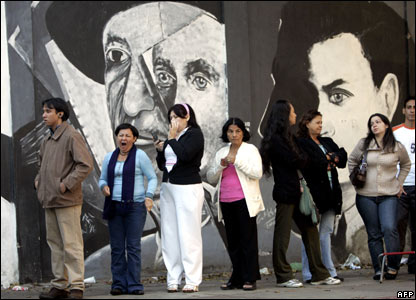 Venezuelans wait for their turn to vote in the referendum at a polling station in Caracas (02/12)