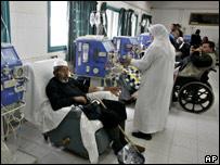 مرضى فلسطينيون في مستشفى الشفاء بغزة