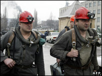 A rescue team prepares to go into the Zasyadko mine (01/12)
