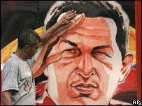 Изображение Чавеса на стене