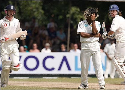Paul Collingwood and Ryan Sidebottom