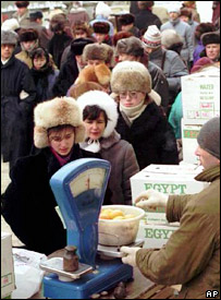 Food queue in Moscow (20 January 1992)