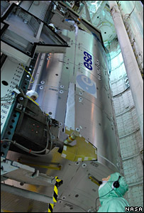 Columbus laboratory is guided into the shuttle's payload bay. Image: Nasa/Kim Shiflett.