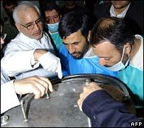 Iranian President Mahmoud Ahmadinejad visits Natanz enrichment facility