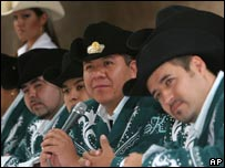 Sergio Gomez (centre) with his band K-Paz de la Sierra in August 2007