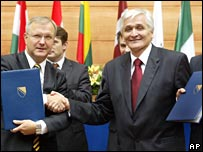 EU Enlargement Commissioner Olli Rehn (left) and Bosnian PM Nikola Spiric in Sarajevo