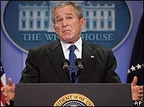 George W. Bush durante la rueda de prensa.