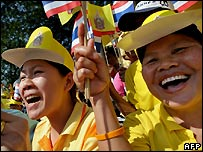 Thais celebrate king's birthday in Bangkok - 5/12/2007