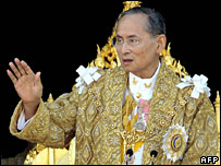 King Bhumibol appears at Bangkok's Grand Palace on 5 December 2007