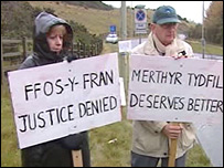 Protestors at the Ffos-Y-Fran site