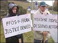 Protestors at the Ffos-Y-Fran site