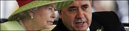 The Queen talks to SNP leader Alex Salmond