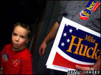 Supporters of Mike Huckabee at an open house for Iowa Campaign Headquarters on 4 December