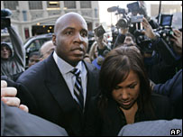 Barry Bonds and his wife arrive at the San Francisco Federal Building, 7 December 2007